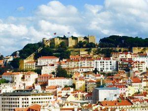 Lisboa, continua menina e moça